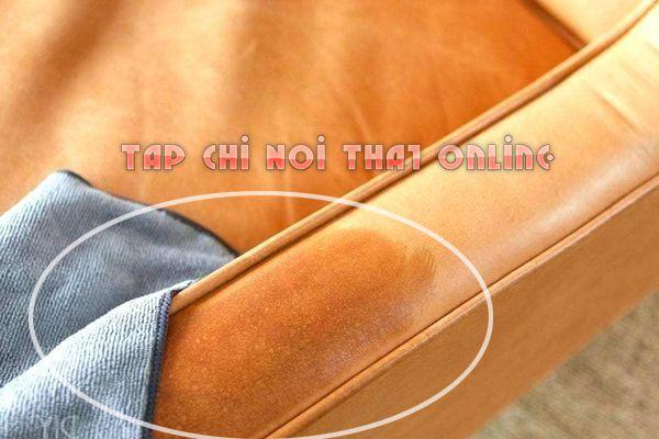 làm sạch sofa da dính dầu mỡ