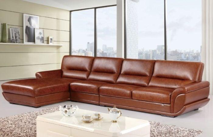Không chỉ sofa văng, những mẫu sofa góc chữ L với màu da vàng bò cũng nhanh chóng đạt được sự sang trọng và đẳng cấp. Chúng được nhiều người săn đón cho ngôi nhà của mình