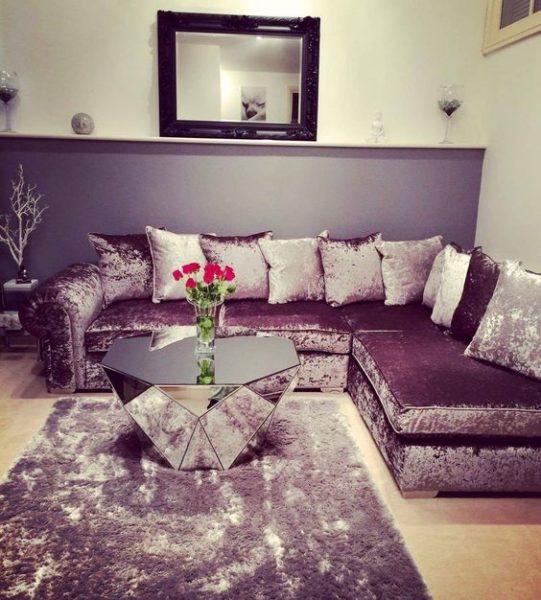 Bộ ghế sofa góc màu tím cho phòng khách