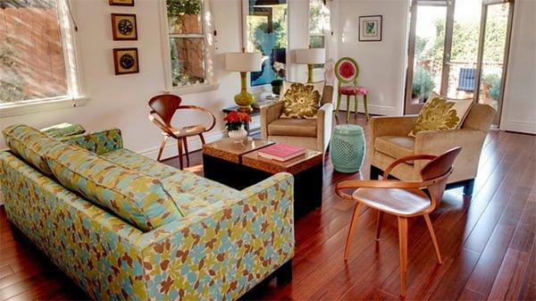 chọn bàn ghế sofa vải hoạ tiết hoa lá cho phòng khách