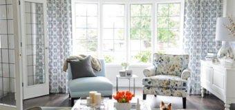 Bàn ghế sofa vải hoa cho không gian phòng khách tràn đầy sức sống