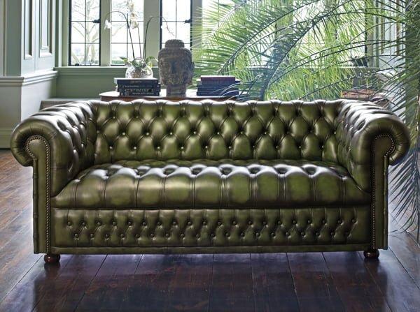 Sofa văng tân cổ điển chất liệu da thật. Gam màu xanh lá cây lạ mắt cho bộ ghế sofa.