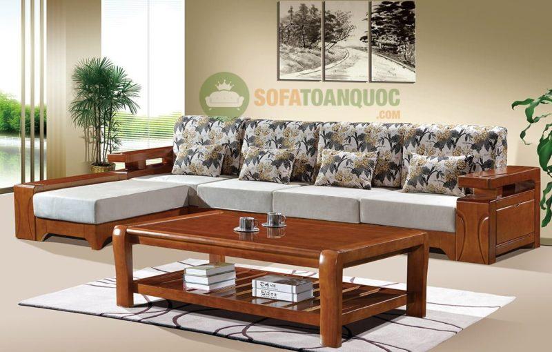 Bộ ghế sofa gỗ kích thước lớn với khung gỗ chắc chắn.