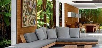 Có nên lựa chọn sofa góc gỗ cho phòng khách hay không?
