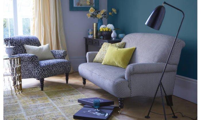 bàn ghế sofa vải hoa màu xanh cho phòng khách cực kỳ sang trọng