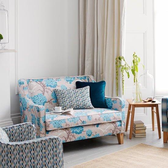 sofa vải hoa màu xanh cho phòng khách