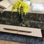 Bàn trà mặt đá kết hợp với bộ bàn ghế sofa cực kỳ sang trọng