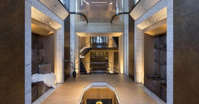 Toà nhà được kết nối với nhau bởi hệ thống cầu thang bộ và thang máy với 6 mặt kính với nhau