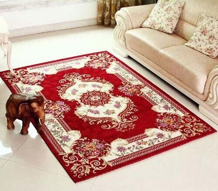 Lựa chọn thảm trải sàn chất lượng kết hợp với bộ ghế sofa phòng khách sẽ mang tới không gian sang chảnh cho cả căn phòng