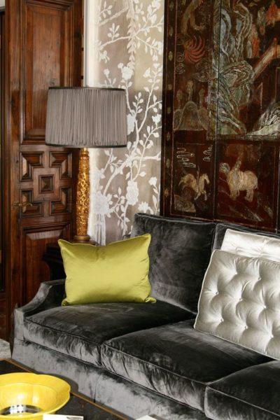 Màu sắc đa dạng chính là ưu điểm tuyệt vời ai cũng yêu thích mẫu sofa bọc vải nhung
