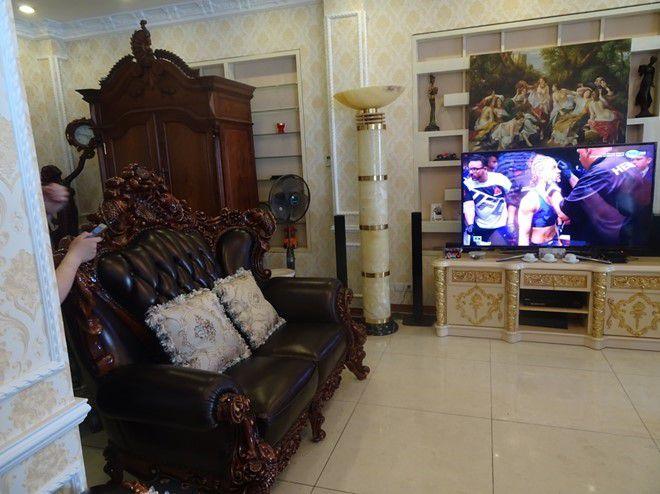 Được bài trí trong không gian phòng khách mang đậm phong cách quý tộc hoàng gia