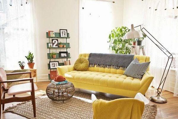 Sự kết hợp khéo léo giữa không gian phòng khách với những cây xanh và decor trang trí khác