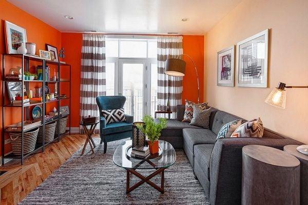 Khéo léo sử dụng gam màu nóng cho không gian phòng khách gia đình