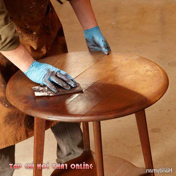 vệ sinh bàn trà gỗ tự nhiên