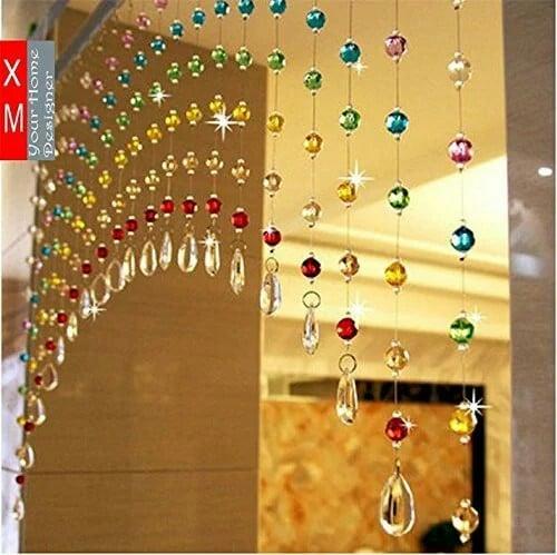 Ngoài những mẫu rèm cửa có chiều dài gần chạm đất, gia chủ cũng có thể lựa chọn những mẫu rèm cửa dạng ngắn, như một vật trang trí trong căn phòng. Từng màu được xen kẽ lẫn với nhau rất bắt mắt