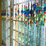 Tan chảy với mẫu rèm cửa hạt nhựa lung linh đầy sắc màu