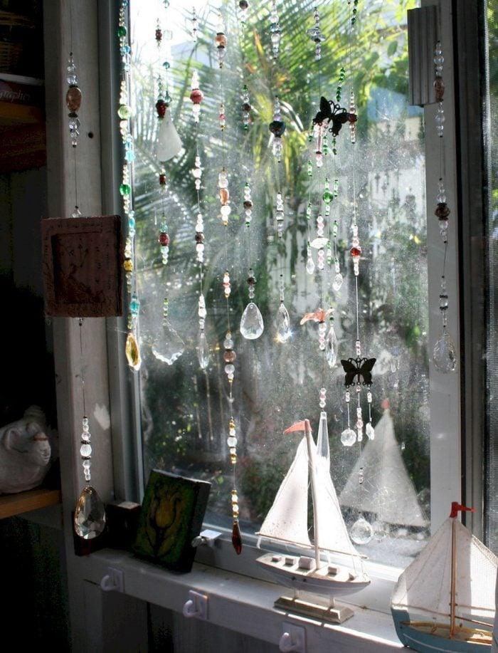 Gia chủ có thể rèm cửa phòng hoặc rèm cửa sổ. Vị trí nào cũng mang lại sự tiện dụng đáng kể và vẻ đẹp thẩm mỹ cho cả ngôi nhà