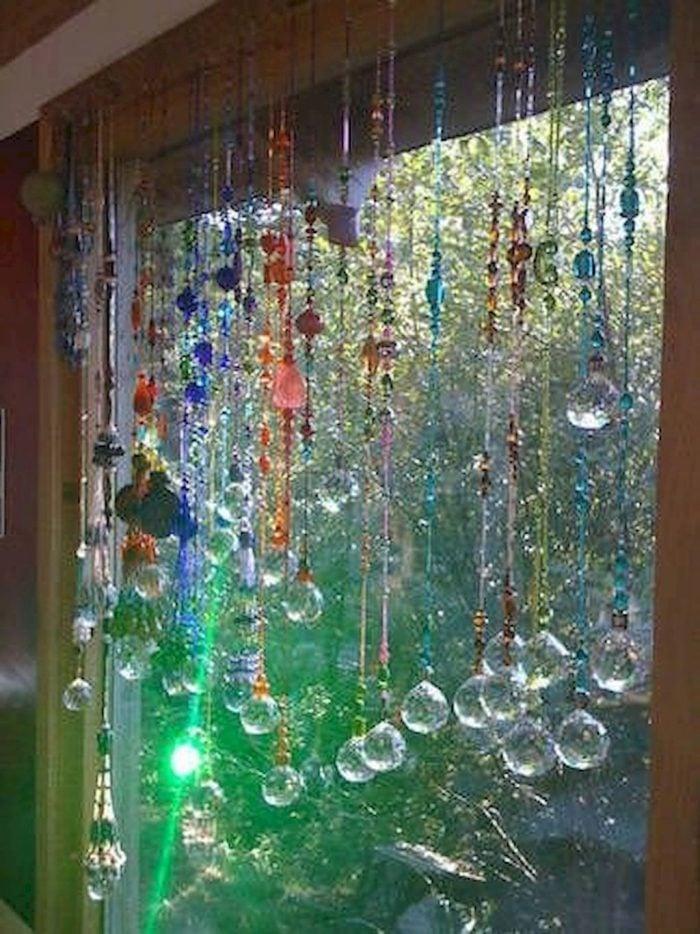 Màu sắc đa dạng kết hợp với những vật liệu quen thuộc tạo nên những kiểu rèm cửa đẹp và mới lạ cho không gian gia đình