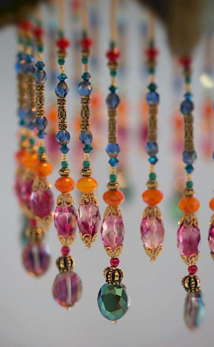 Rất nhiều người yêu thích phong cách Bohemian không chỉ trong phong cách thời trang mà giờ đây những chiếc rèm cửa hạt nhựa cũng đã băt đầu phong cách này.