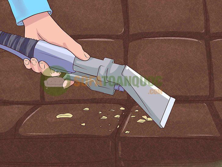 Vệ sinh sofa da thật bằng máy hút bụi