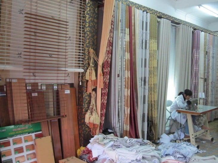 Đội ngũ công nhân lành nghề tại Metropole đem tới dịch vụ may rèm cửa uy tín bậc nhất tại khu vực Hà Nội