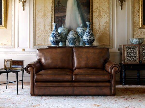 Tuỳ theo diện tích căn phòng mà lựa chọn sofa văng 2 chỗ hoặc 3 chỗ tương ứng hoặc đơn giản lựa chọn các mẫu ghế sofa phòng khách màu nâu dạng sofa đơn