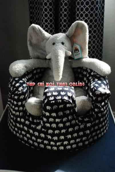 Ghế sofa hình thú với chú voi cực kỳ ngộ nghĩnh. Đây là mẫu ghế được nhiều em bé thích thú khi sử dụng nhờ mẫu mã đa dạng và phong phú kiểu dáng.