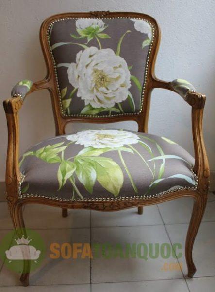 Những đường nét của mẫu sofa đơn được chế tác khéo léo, tinh tế.