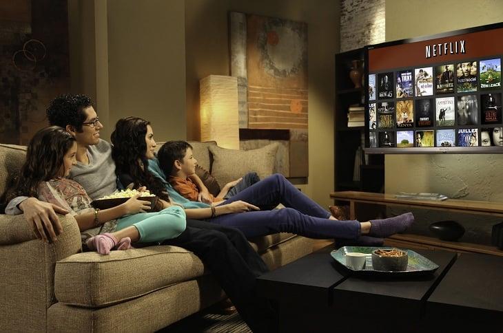 Cả gia đình có thể quây quần xem tivi trên bộ ghế sofa kích thước lớn