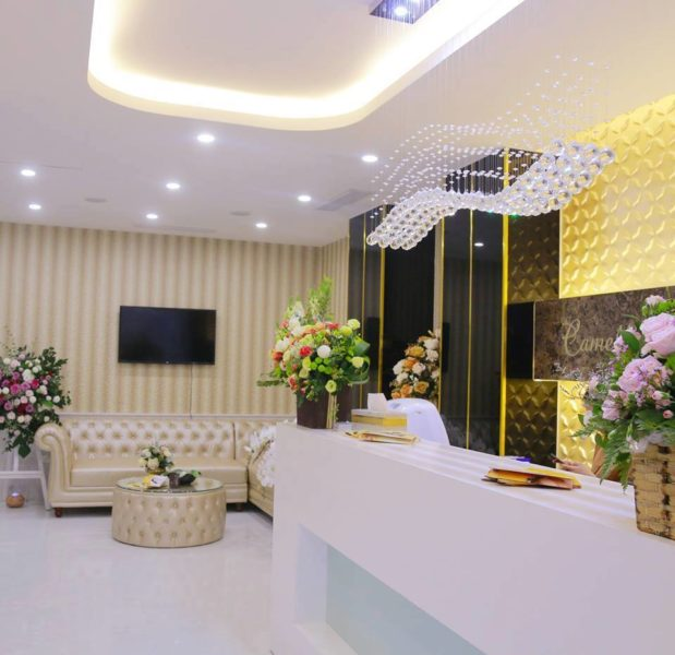 Bộ ghế sofa được bài trí trong showroom spa của vợ ca sỹ Tuấn Hưng. Đây chinh là mẫu TN-05T được bày bán tại Sofa Toàn Quốc