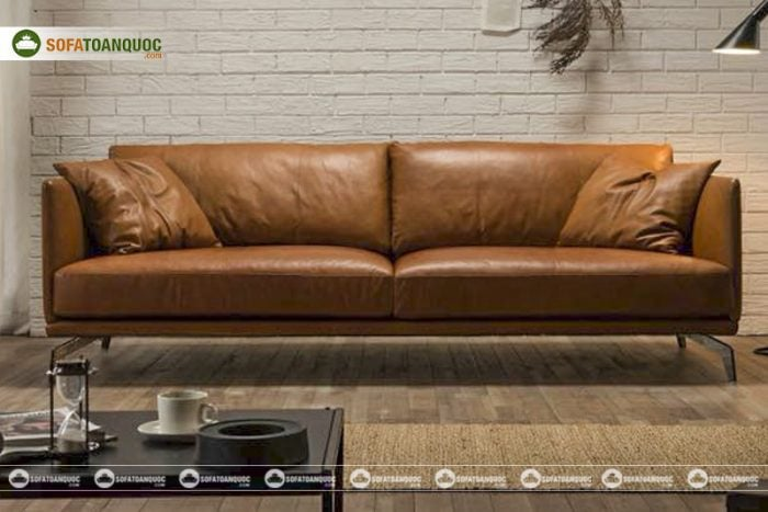 Khá nhiều mẫu sofa được đóng trong nước nhưng gắn mác nhập khẩu. Trên hình là mẫu sofa da thật nhập khẩu từ Italia