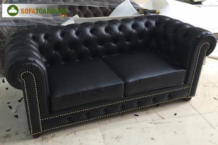 Sofa văng cổ điển chất liệu da công nghiệp màu đen