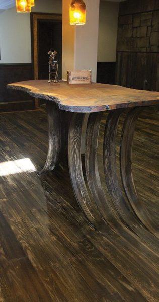 bàn trà gỗ nguyên khối độc đáo.