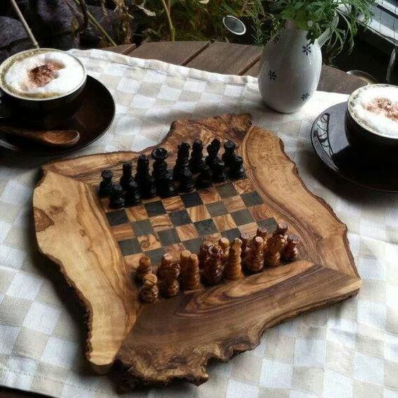 Vừa uống trà vừa chơi cờ. Chẳng phải là thú vui rất tao nhã hay sao?