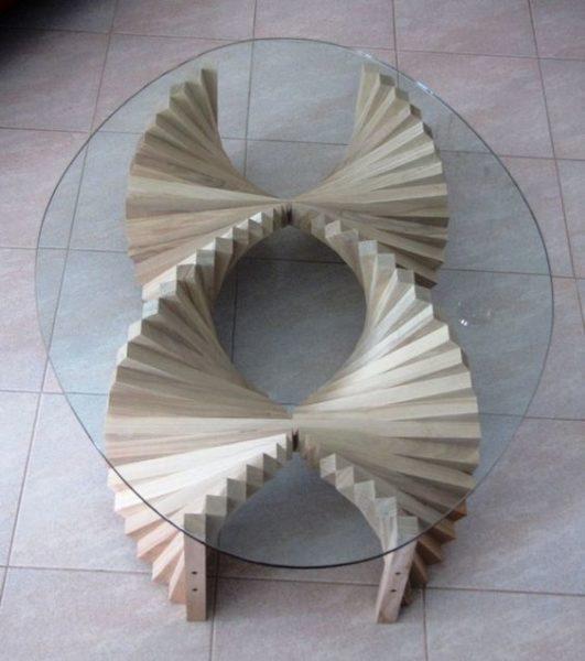 Mẫu bàn trà hình oval cực kỳ lạ mắt. Khi phần chân ghế là những đường xoắn ốc hơi hack não