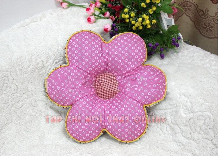 gối ôm sofa đẹp màu hồng chấm bi