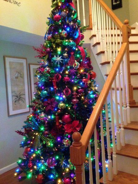 vị trí đặt cây thông noel tại cầu thang