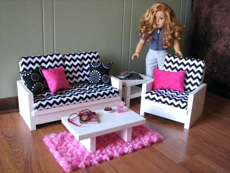 sofa cho búp bê kèm thảm trải sàn màu hồng