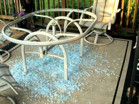 bàn trà khung gỗ mặt kính