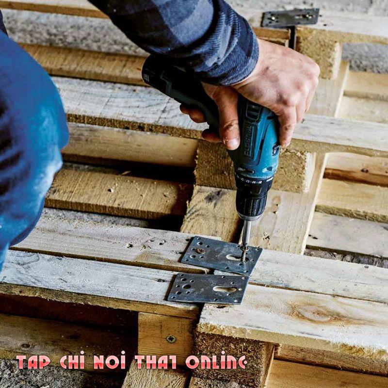 khoan đinh vít cố định tấm gỗ pallet