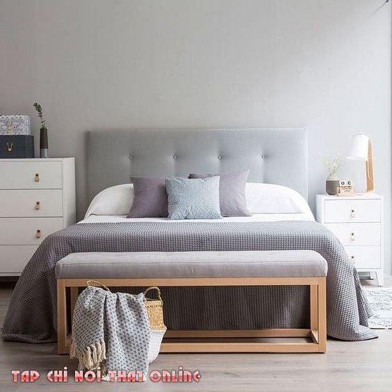 ghế sofa kê đầu giường trong phòng ngủ