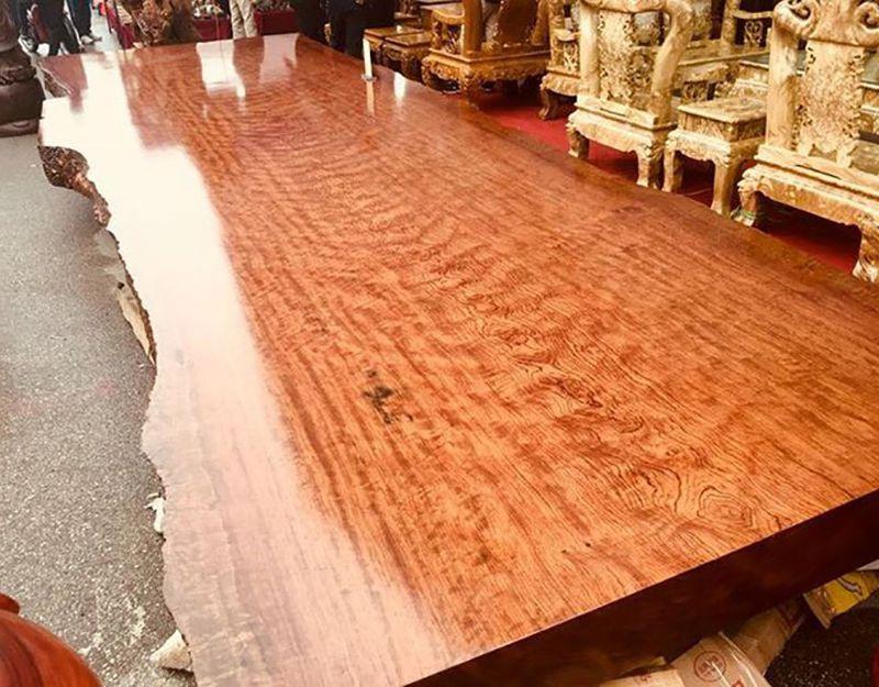 Sập gỗ cẩm lai nguyên tấm nguyên vân giá 3 tỷ.