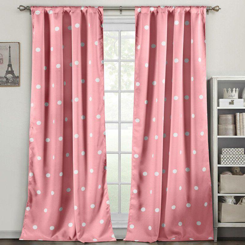 rèm cửa màu hồng chấm bi