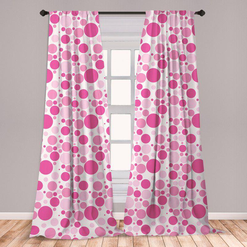 rèm cửa màu hồng chấm bi to