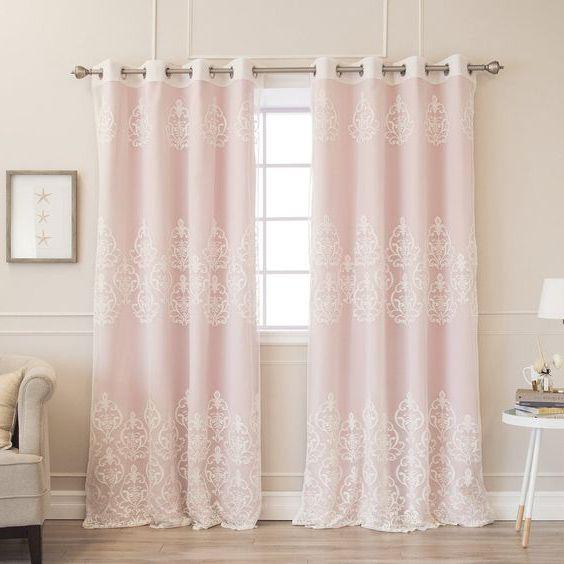rèm cửa màu hồng nhạt