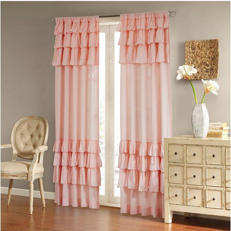 rèm cửa màu hồng xúng xính nhiều tầng