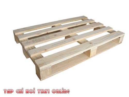 Pallet làm từ gỗ thông.