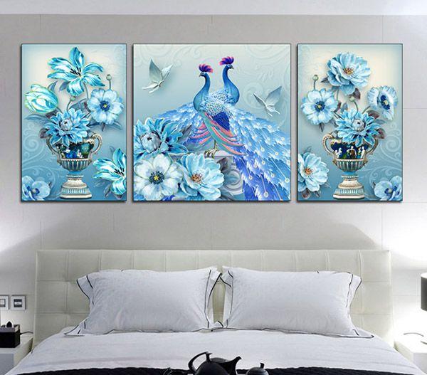 mẫu tranh dán tường phòng ngủ vợ chồng hình chim công